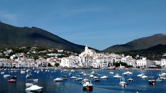 best-hostels-in-spain-cadaques