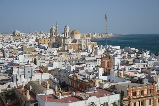 best-hostels-in-spain-cadiz