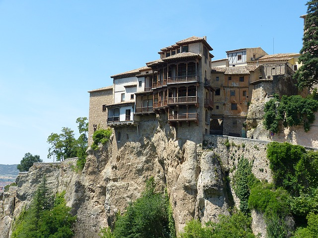 best-hostels-in-spain-cuenca-hanging-houses