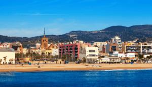 stay-near-barcelona-badalona-beach