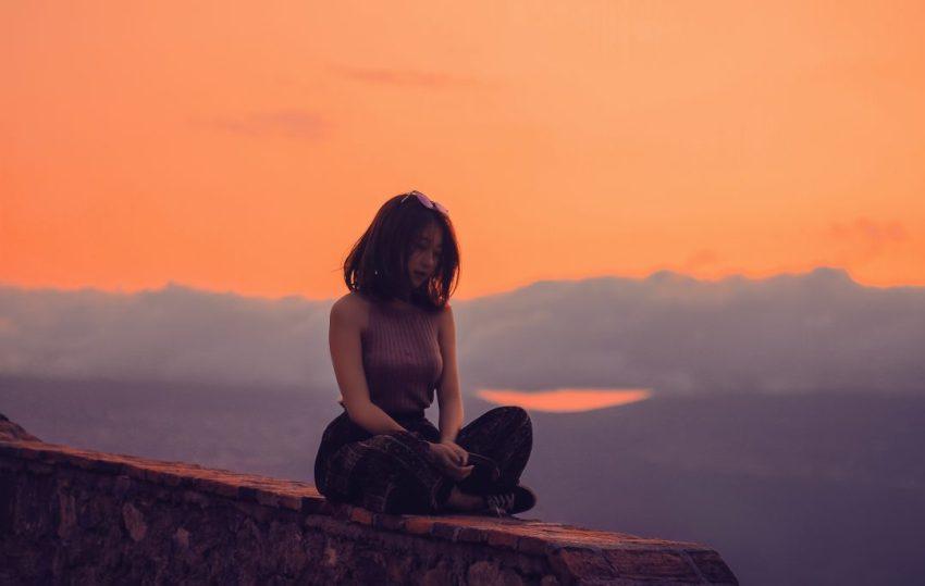 10-day-vipassana-meditation-retreat-near-barcelona-girl-sunset