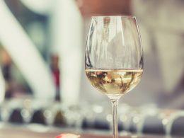 best-wine-bars-in-medellin-glass