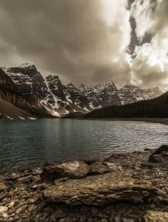 No matter how many times you've seen this place. You'll never feel tired of being here in person. Moraine Lake is a must go in the Canadian Rockies!! Well... Try to pick a time that have less people, maybe...!?! Even seson!What do you think?