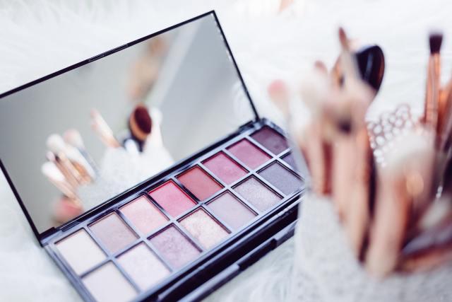 Zipper makeup kit