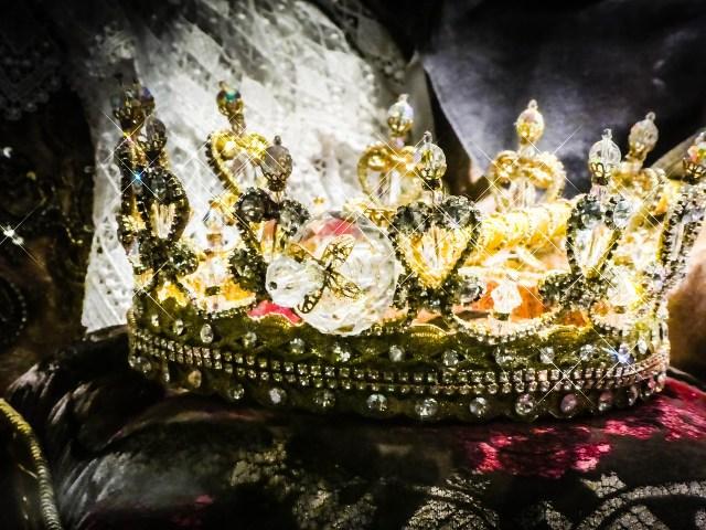royal throuple