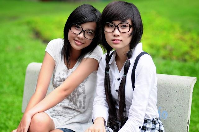 hot girls in glasses