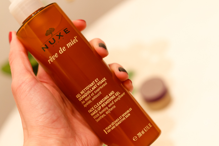 Nuxe Reve de Miel Face Cleansing and Makeup Removing Gel writing close-up