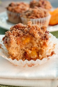 Moist and Delicious Peach Muffins with Crumb Topping