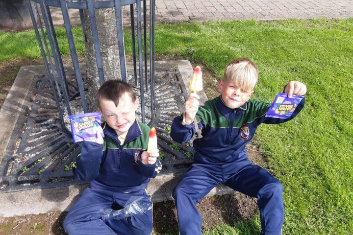 Senior Infants enjoy ice creams in Green Park