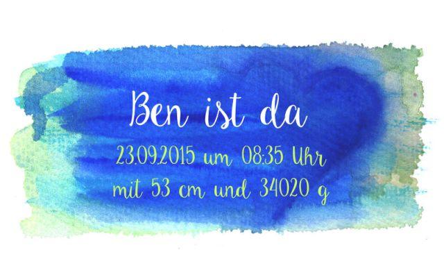 Aquarellhintergrund Blau mit Beispiel-Geburtsanzeige