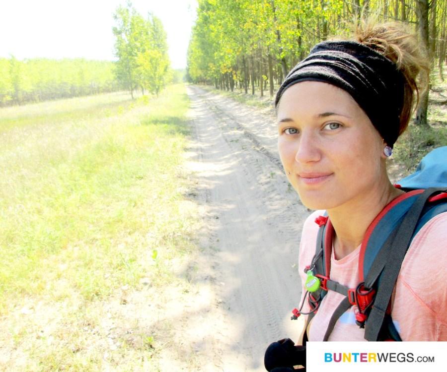 Jessie von BUNTERwegs, auf ihrer Fernwanderung nach Nepal. Hier in Ungarn * BUNTERwegs. Der Outdor Blog für Frauen mit Liebe zum Wandern und zur Street Art