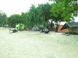 Camping ground di pinggir pantai