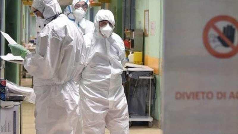 Coronavirus, cosa succederebbe in Italia se si riaprisse tutto? «Fino a 151 mila persone in terapia intensiva»