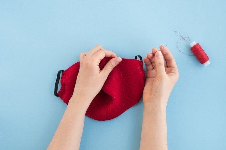 Mascherine fai da te: 3 tutorial semplici per farle in casa