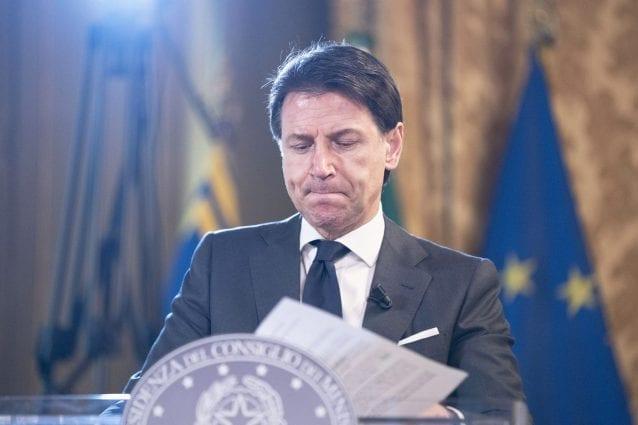 Sondaggi, Conte è ancora il leader politico più amato dagli italiani. Salvini solo al terzo posto