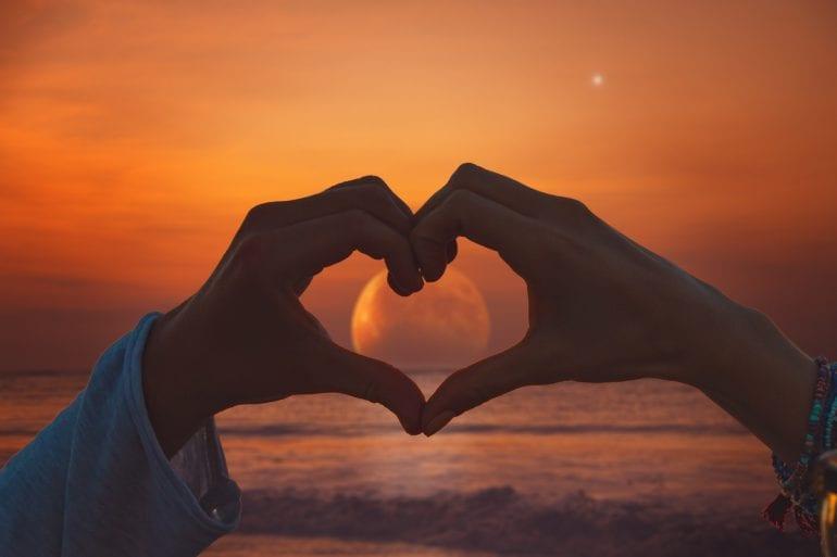 Oroscopo amore Martedì 22 Settembre: I 3 segni che vivranno una favola