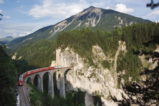 レーティッシュ鉄道アルブラ線・ベルニナ線と周辺の景観