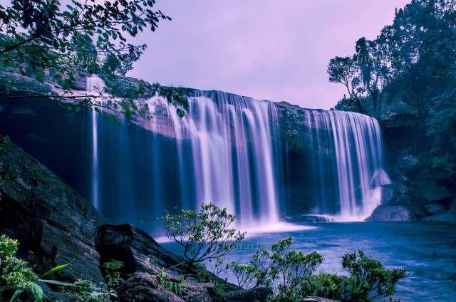 Krangsuri waterfalls in Meghalaya + Meghalaya Travelguide + Places to visit in Northeast + Famous waterfalls in Meghalaya #krangsuriwaterfalls #meghalaya #abodeofclouds