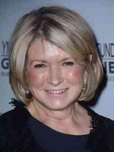 Martha Helen Stewart, bir Amerikan perakende iş kadını, yazar, televizyon kişiliği ve eski modeldir. Martha Stewart Living Omnimedia'nın kurucusu olarak yayıncılık, yayıncılık, mağazacılık ve e-ticaret alanlarını kapsayan çeşitli iş girişimlerinde başarı kazandı.