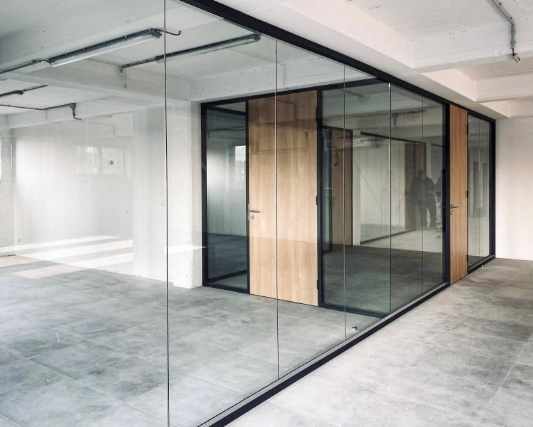 Cloison amovible en verre chantier Burama