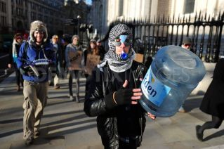 1323951280-occupy-london-take-over-lloyds-tsb-hq-square-in-the-city-of-london_968852