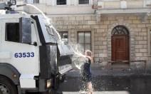 Taksim-Gezi-Parkı-Eylemci-Siyahlı-Kadın_Kate-Cullen_001