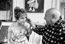 İddialara göre o yılların seks idolü olan Brigitte Bardot büyük sanatçının ilham perisi olmayı arzuluyor.
