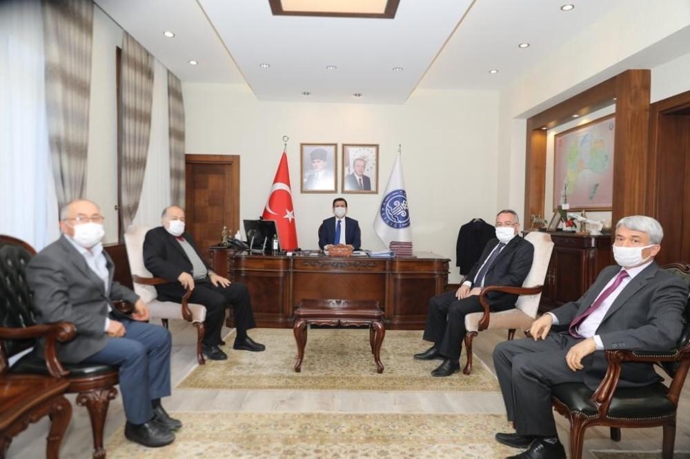 Burdur'da dereceye giren vergi mükelleflerine plaket verildi