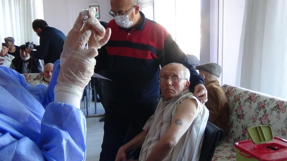Burdur'da 70 bin 64 kişi CoronaVac aşısı oldu