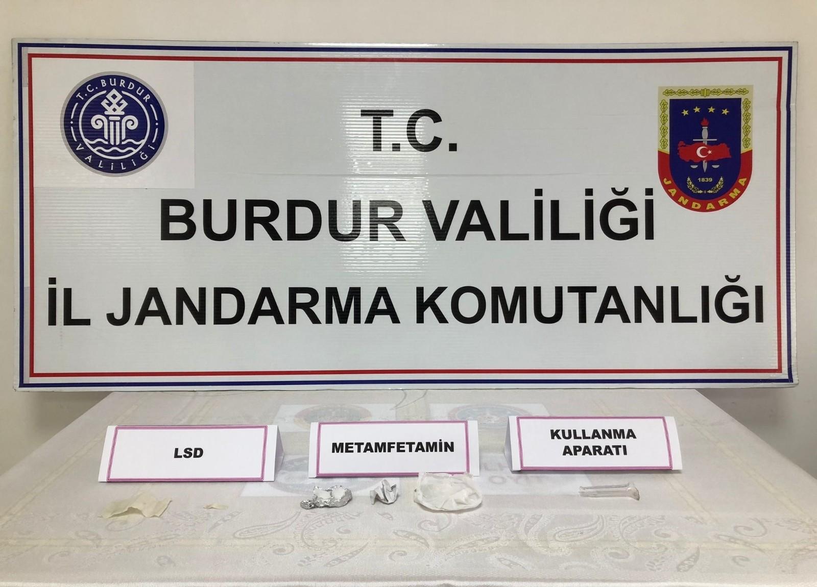 Burdur'da uyuşturucu operasyonu: 3 gözaltı
