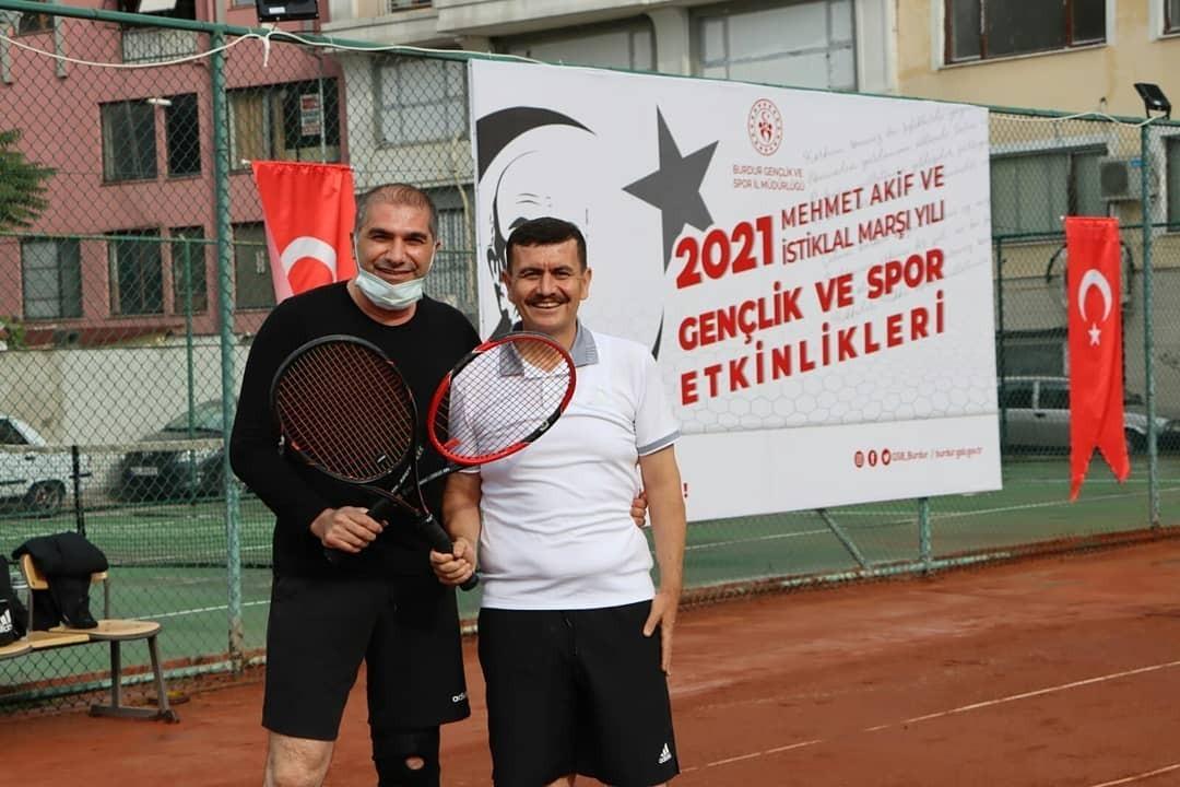 Tenis Turnuvası Vali Arslantaş'ın açılış maçıyla başladı