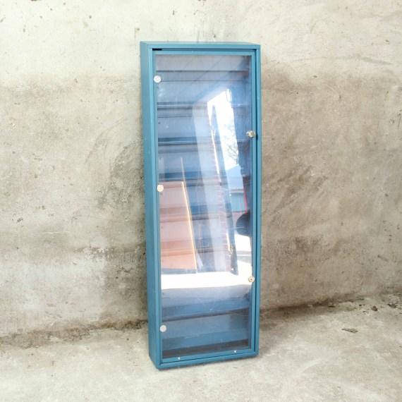 vintage afsluitbaar vitrinekastje