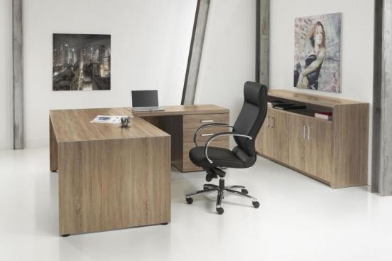 Baas-3 Directie bureau uitvoering Robson Eiken met kast rechts. Bureaustoelen MKB