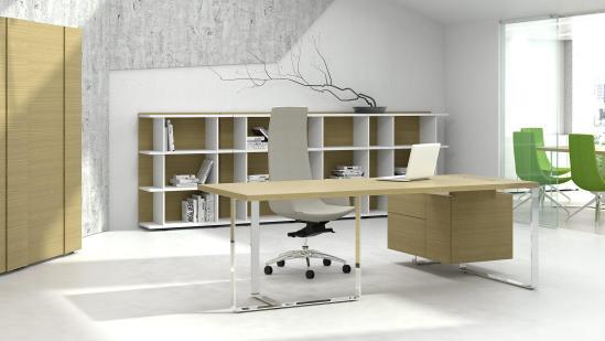 Bureau Plan A met Amber Oak kast en Amber Oak blad en kast. Bureaustoelen MKB
