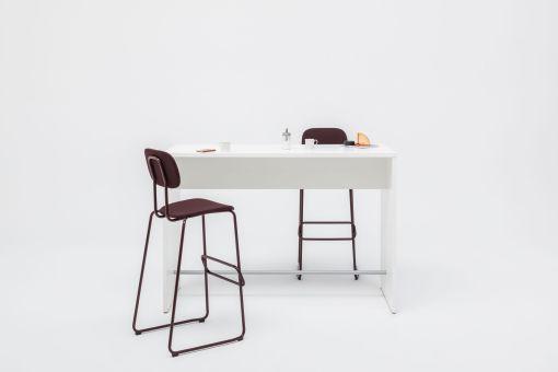 High Meet bartafel   statafel. kleur wit. Bureaustoelen MKB