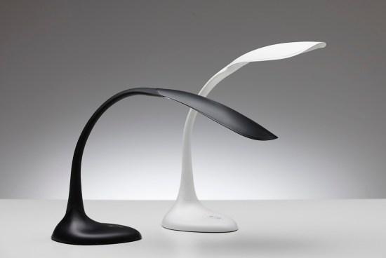 Flexlite Bureaulamp met flexibele hals in zwart en wit. Bureaustoelen MKB