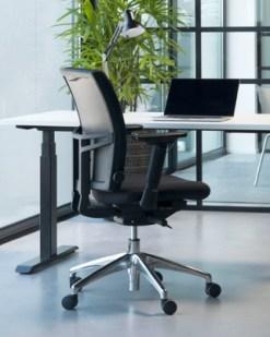 Ergo comfort zwarte stof aluminium kruitvoet. Bureaustoelen MKB