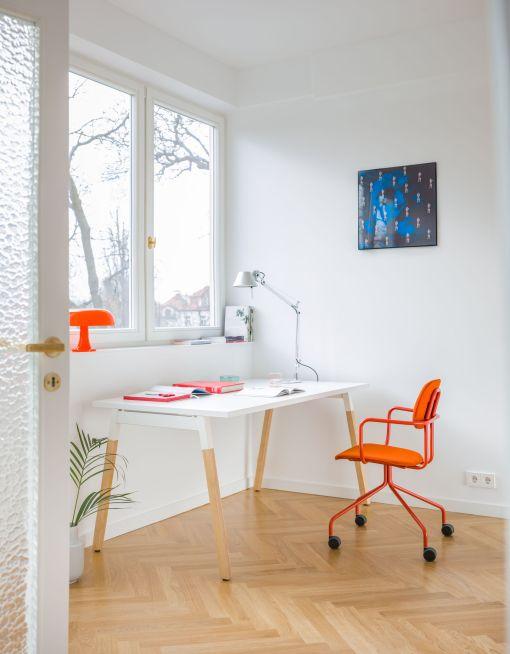 OGO WOOD Bureau met masief houten poot, wit frame en wit blad