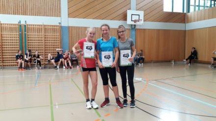 05_Mädchen 7. Klasse (v. l. n. r.) 1. Platz Emilia Dahnke, 2. Platz Hannah Reinkober, 3. Platz Jasmin Zwanziger