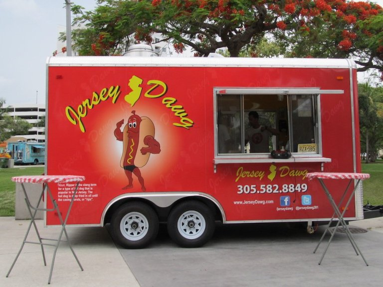 Jersey Dawg Food Truck (Rippers & Jersey-style Sliders)
