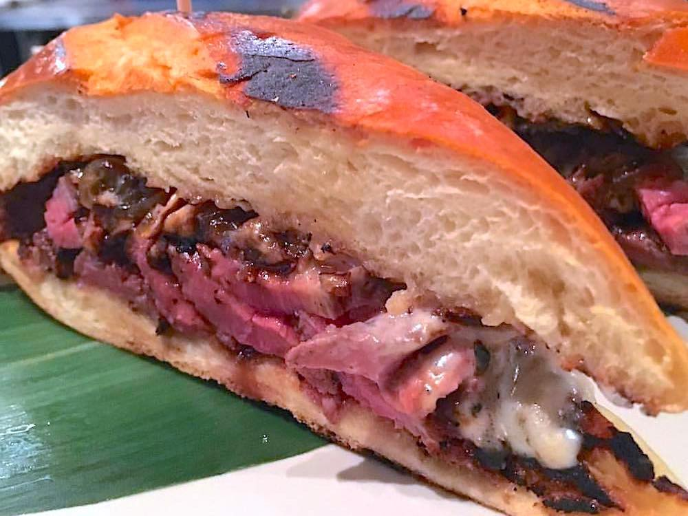 Doce Provisions Pan con Bistec