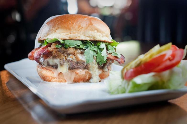 25 Degrees Burger in Hollywood, California