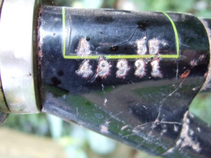 framenummer op rechterkant bovenste balhoofdlug.