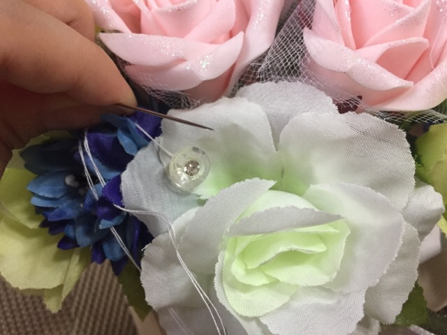 針で縫い付ける