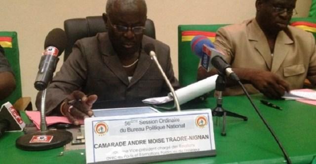 Le-3e-vice-président-du-parti-André-Moïse-Nignan-Traoré-micro-692x360
