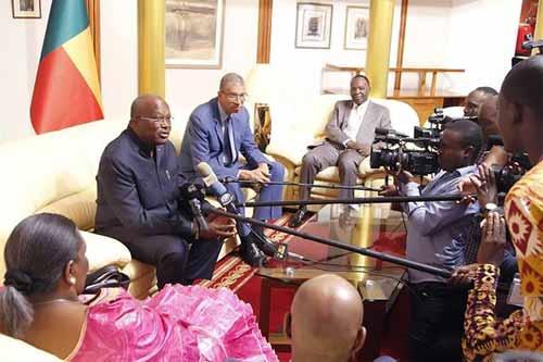 Le président Roch Marc Christian Kabore face à la presse à Cotonou