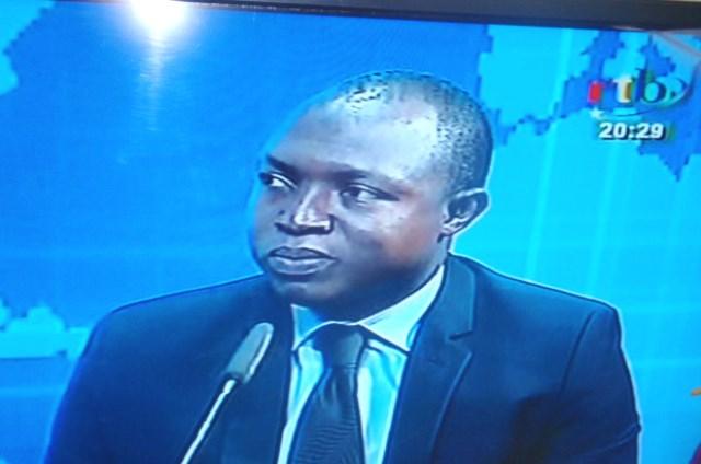 Le ministre de l'énergie et des mines, Alfa Oumar Dissa, lors de l'entretien à la TNB