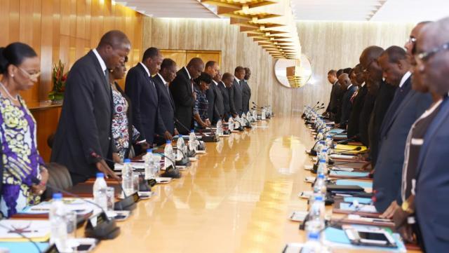 Les dirigeants ivoiriens lors du conseil des ministres extraordinaire présidé par Alassane Ouattara