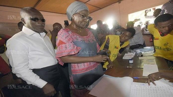 P. Talon et son épouse dans son bureau de vote