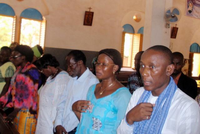 Des membres de la famille Natama lors de la messe